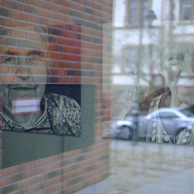 Frauen im Spiegel