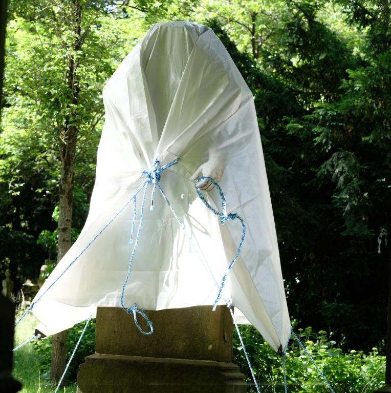 Statue Zelt hand Friedhof 2